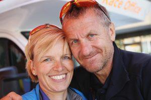 Uta und Heinrich Albrecht vor dem Race Office